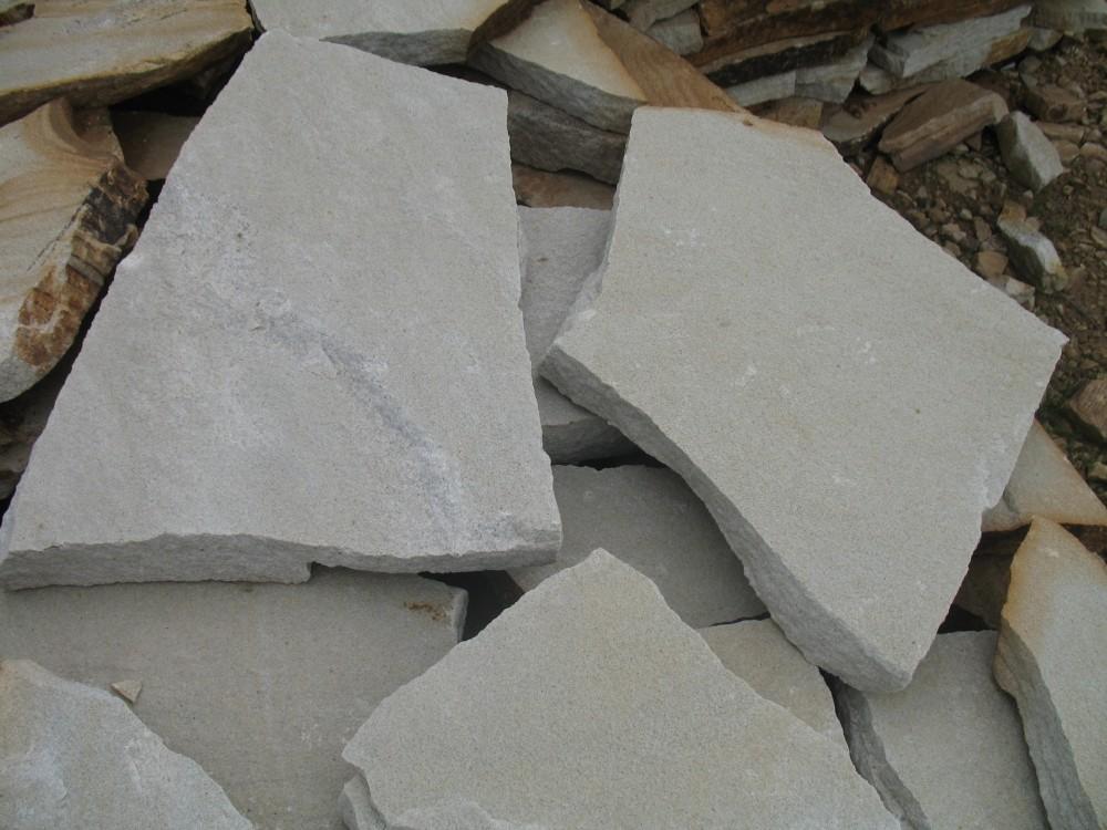 Пористый белый песчаник